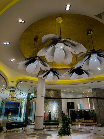 Lagoona Mall, Lusail--Qatar Flower Petals Shopping Mall Shopping ♡ Elégance Elegance And Class Qatar Doha Doha,Qatar Ornate Architecture Chandelier Hanging Light Architectural Design Hanging Architecture And Art Light Light Fixture