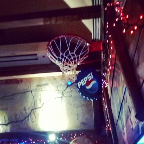 Basketball is everywhere! Love this game Ilovethisgame Basketball BasketBallneverStops Love Sport Pub Road66 Lecce Salento Goodplace Places Picoftheday Photooftheday Truestory Basketballaddict Nightlife Photo Pic Happy Friends