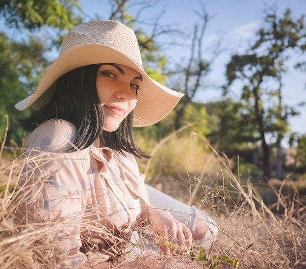 Hat One Person Sun Hat Portrait Young Adult Beautiful People Outdoors Beauty Adult Beautiful Woman Young Women One Woman Only One Young Woman Only Women Nature Day Only Women Human Body Part Grass Sky