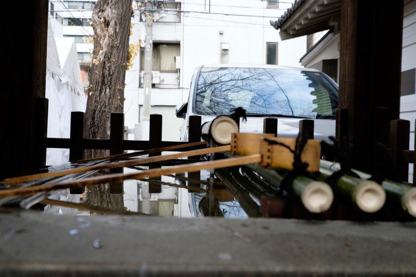 下谷神社 Duck Fujifilm Fujifilm X-E2 Fujifilm_xseries Japan Japan Photography Shitaya Jinja Shrine Shrine Tokyo Ueno Water アヒル 上野 下谷神社 手水舎 東京 狛犬 神社 稲荷町 Reflection ちょうずや