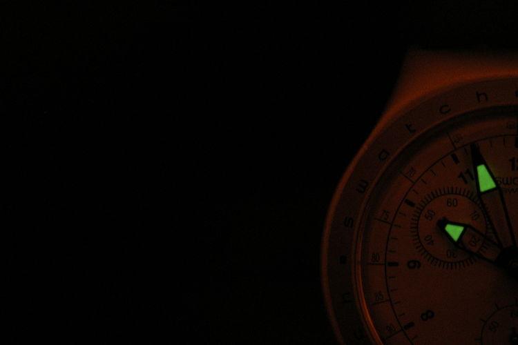 If you wait https://www.youtube.com/watch?v=e0ZOvfvS-ao Clock Copy Space Dark Dim Light EyeEm EyeEm Gallery Hours Night Single Object Technology Time Watch