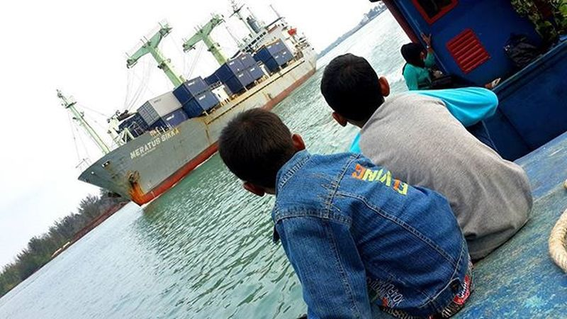 Angan-angan Ship Containership Child Boat Maritimepeople Maritimeactivity