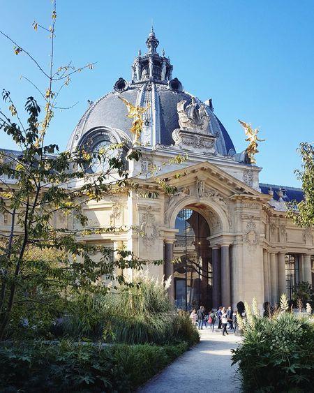 Petit Palais Fine Arts Museum Paris Blue Sky Sunny Day Museum Garden France Autumn Clear Sky Statue Sculpture Sky Architecture Built Structure Building Exterior Palace Façade Entrance
