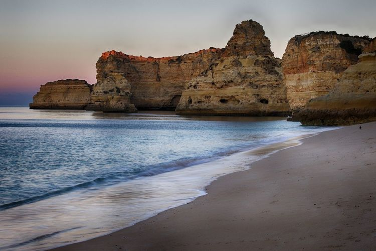 Praia da Marinha 43 Golden Moments Algarve Beach Beach Life Beach Photography Beachphotography Beauty In Nature Coastline Geology Golden Hour Hidden Gems  Idyllic Life Is A Beach Praia Praia Da Marinha Scenics Sea Sea And Sky Sea View Seascape Seashore Seaside Sunrise Sunrise_Collection Tranquil Scene