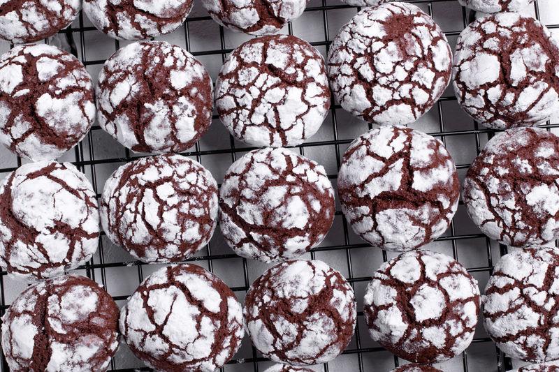 Chocolate crinkle cookies on the lattice