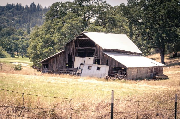 I always love coming across an old abandoned barn or house. Structures weathered by time have a certain beauty that most people would otherwise deem merely as unsightly. Abandoned Abandoned Buildings Abandoned Places Abandoned Barn Barn Old Barns Weathered And Torn Countryside Forgotten