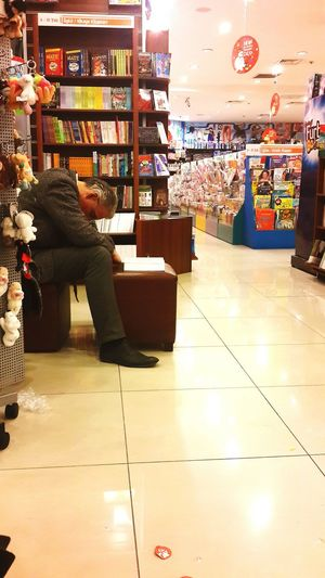 ?Reading Time? or Sleeping Time ? Books? ? Relaxing Hanging Out Peoplephotography Taking Photos