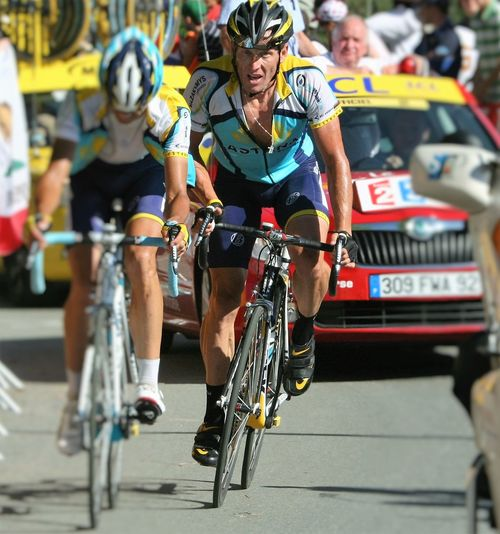 Andreas Klöden and Lance Armstrong of Astana work together to get up to Verbier; finishing 8th and 9th at the end of Stage 15 of the 2009 Tour de France. http://pics.travelnotes.org/ Adrenaline Junkie Astana Bikes Blue Cycling CyclingUnites Cyclists Focus On Foreground Focus Object Lance Armstrong Michel Guntern Open Shirt People And Places Selective Focus Shorts Sports Sports Photography Stage Switzerland Tour De France Travel Travel Photography Travel Photos Travel Pics Verbier