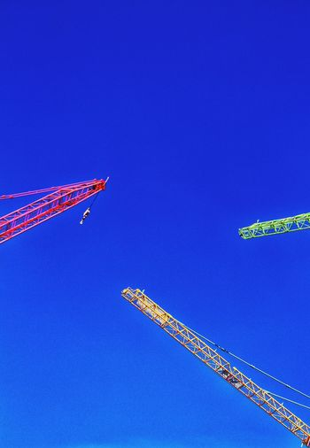Blue Blue Sky Cranes Crane - Construction Machinery Cranespotting Cranes And Construction Cranes Construction Construction Site Fresh Produce Red Crane Green Crane Yellow Crane Triangular Colors Colorful Colorsplash Color Explosion Colors Of Autumn Fresh On Eyeem  Hello World Check This Out Bluesky Triple Triangle Go Higher