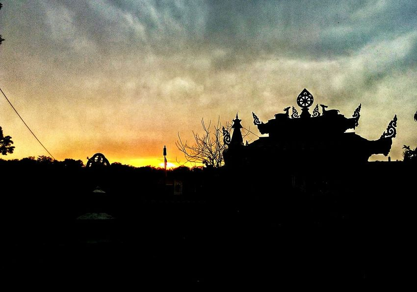 sunset Point Sunset Sky Statue Sculpture Built Structure Outdoors Architecture Nature Buddha Temple No Religion One God ☝️ Love ♥ Fun Amazingview The Great Outdoors - 2017 EyeEm Awards BYOPaper! Live For The Story