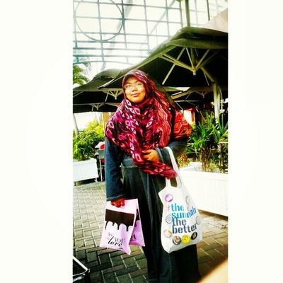 Windy day ^^ adek @syazarrrr did this candid during our mother-daughter outing day...