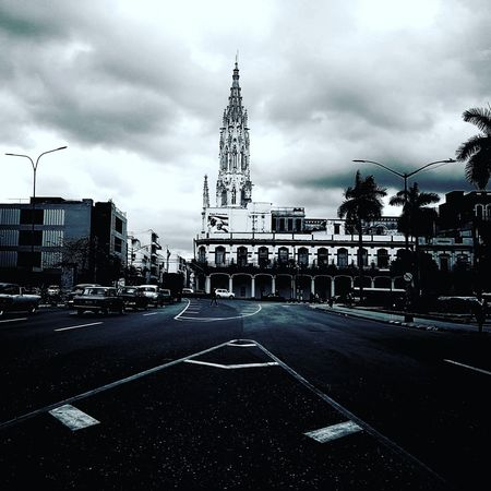 La Habana en Blanco y Negro. Built Structure Cloud - Sky Architecture City Storm Cloud Building Exterior Cuba Instahuaweip9 HuaweiP9 Ciudadmaravilla Huaweiphotography Havana Huawei EyeEm Wondercity Eyeemphotography EyeEmbestshots Black&Whait Huawei P9 Leica OriginalPhoto Habana Iglesia Withfilters Arquitecturas Loyola