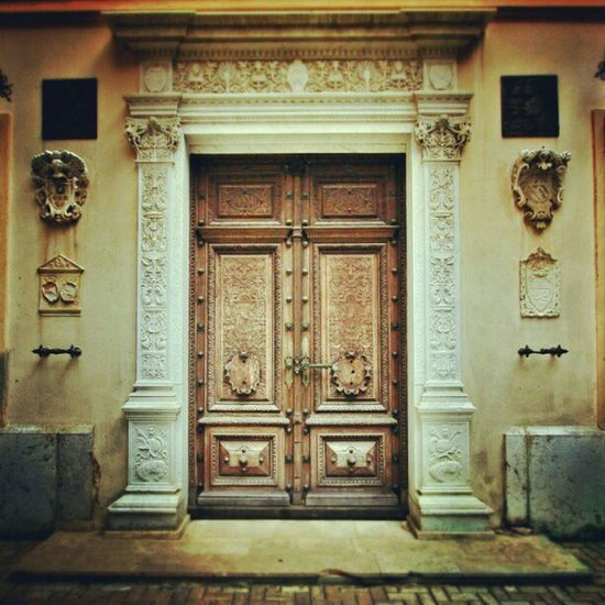 Door Castle Photowall Photooftheday Mansion GCS Gf_daily Igers IGDaily Jj  Instagood Igscout Instaaaaah Instagramhub Jj_forum The_guild Primeshots Photosfans Gmy Instamillion Igersromania Peles Pelescastle Handcarved Jj_forum_0507