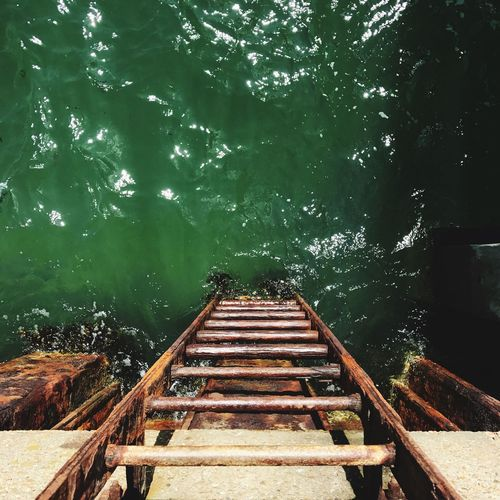 Rusty old iron Ladder leading down to the green sea Hot Day Summer Refreshing Cold Wet Swimming Boat Ocean Decayed Beauty Decay Iron Rusty Ladder Water Green Sea Lake Water Nature Day No People Outdoors Tree Beauty In Nature