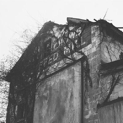 Decaying buildings used on The Walking Dead. TWD Thewalkingdead Nerdgirlproblems Haralsonga esco vsco vscocam vscopictures vscobuilding ga ruralgeorgia
