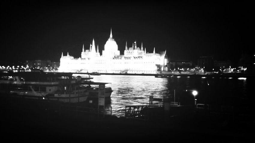 Cytywordwide Taking Photos In Budapest