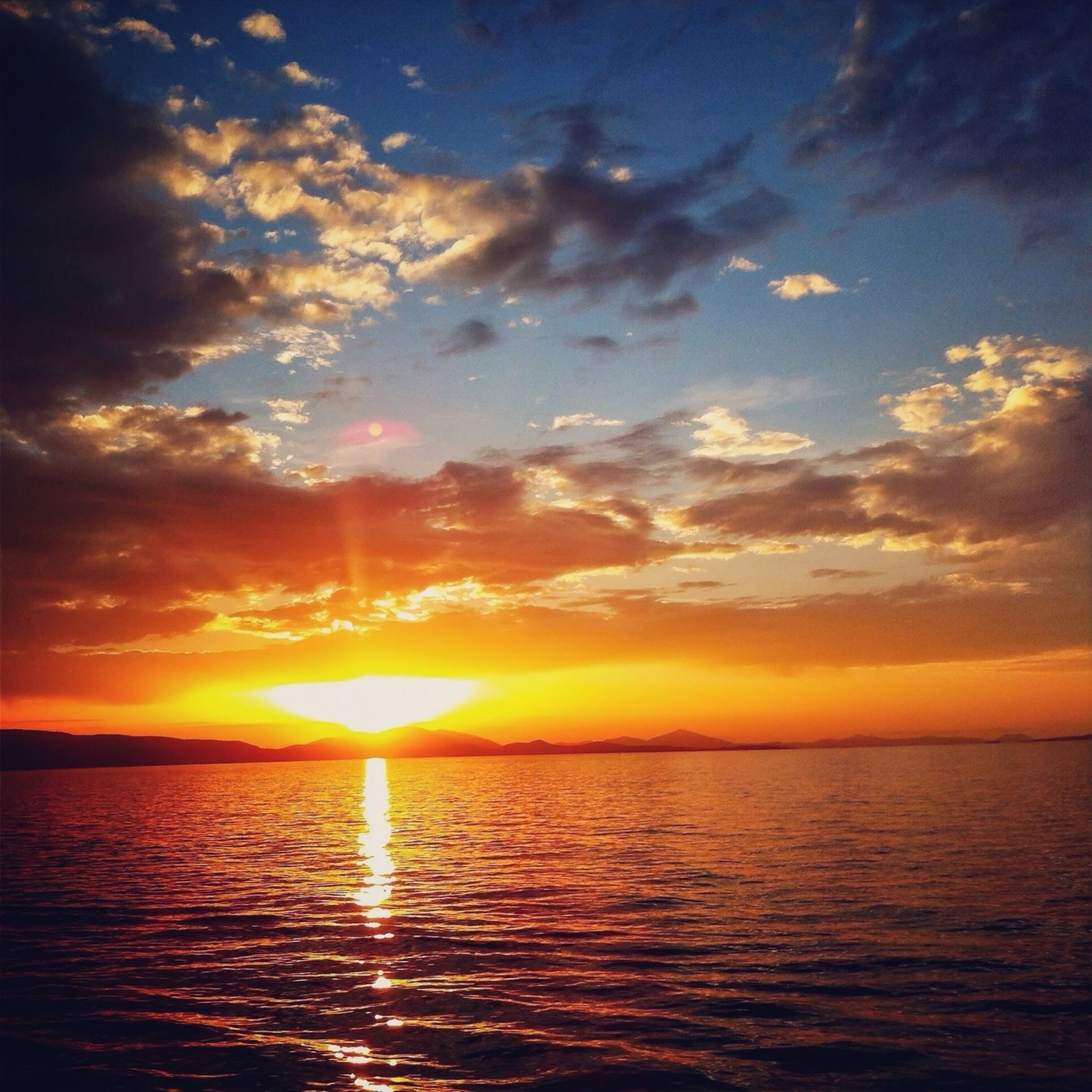 sunset, sea, water, scenics, sky, tranquil scene, beauty in nature, sun, tranquility, horizon over water, waterfront, orange color, idyllic, cloud - sky, nature, reflection, cloud, sunlight, rippled, dramatic sky