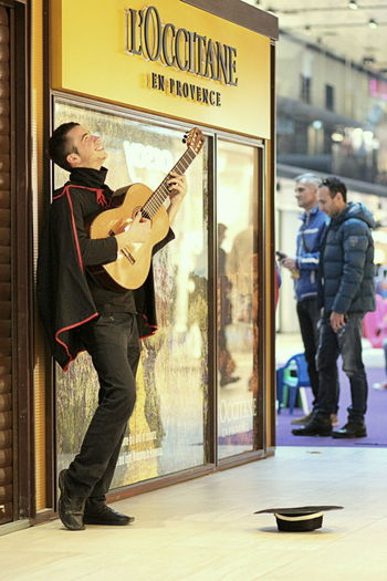 Candid Comfortable Guitar Guitarist Happinesss Happy Hat Joy Loccitane Music Musical Instrument Musician Performance Performer  Playing Real People Sarajevo Singing Street Musicians Street Performer Student Togetherness Young Adult Young Men Zoro Uniqueness Lieblingsteil