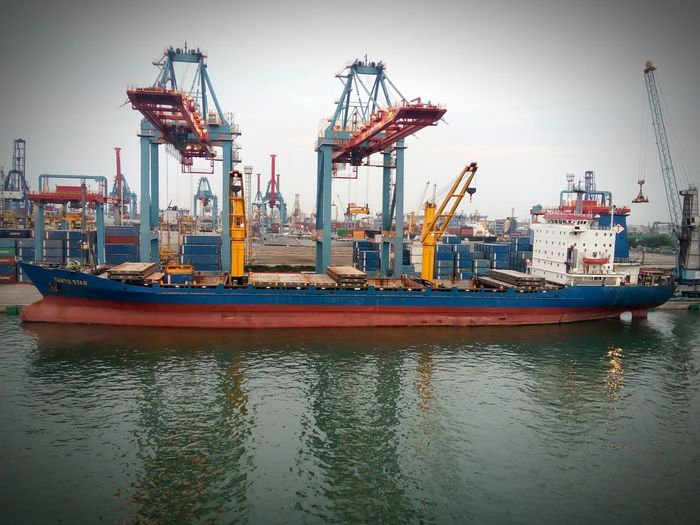 Manufacturing Equipment Oil Pump Commercial Dock City Container Ship Cargo Container Shipping  Industrial Ship Unloading Crane - Construction Machinery Construction Vehicle Freight Transportation