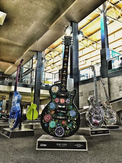 Guitar Austin Texas Statue Monument Airport Baggage Claim Rock Of Fame