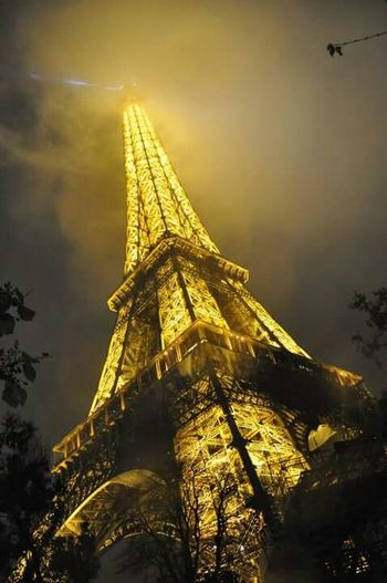 Eiffel Tower]Being A Tourist ]Admiring The View]Wow!!😋]EyeEm Best Shots]EyeEm Nature Lover]Heights]Golden] Creative Light And Shadow