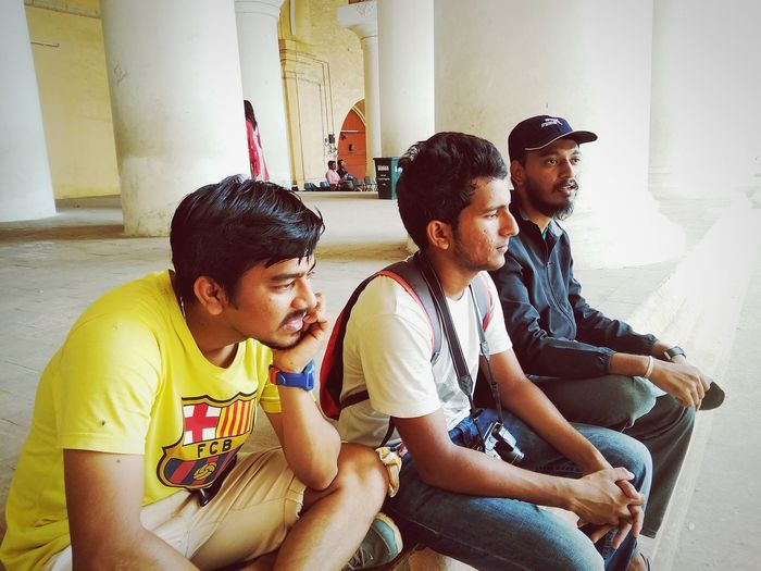 Amigos People Places Travel Travellers Friends Thinking Talking Leasure Activity People Real People Relaxing Friends Three Relaxing Deep No Worries Mobilephotography Candid Wanderlust Friendship Togetherness Sitting Bonding Community Happiness Men Domestic Life