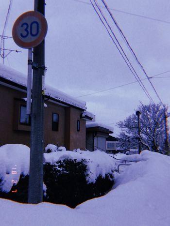 30、速度制限 30 Snow Winter Cold Temperature Weather Cable Outdoors Building Exterior Sky No People Architecture Tree Nature