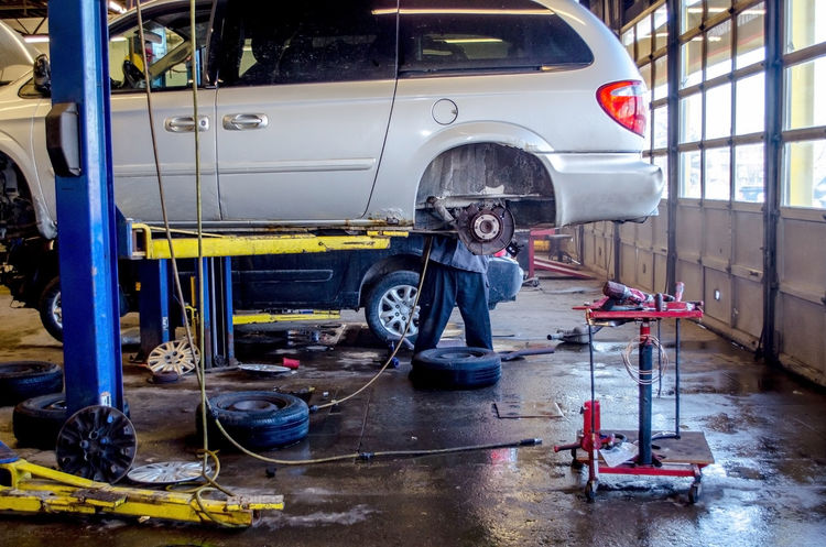 working on repairing vehicles in an auto repair shop in MI USA Tools Of The Trade Tools Of Trade Uniform Auto Repair Shop Auto Repair Shop Brake Job Brake Job Car Car Jack Casual Clothing Fixing Cars Job Land Vehicle Mechanic Men Mini Van Mode Of Transportation Motor Vehicle Occupation Real People Technician Tools Transportation Vehicles Working