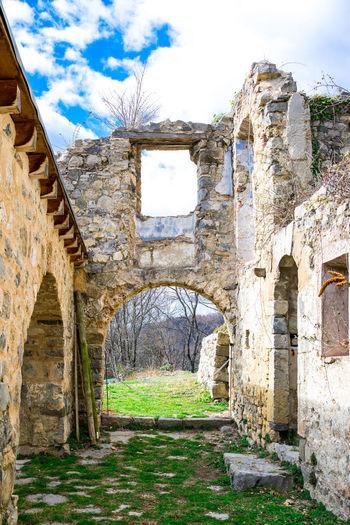 Sant Andreu de Porreres Descobreixcatalunya Tranquility Abandoned Architecture Bluesky Built Structure Catalunyaexperience Catalunyagrafias History La Vall D'en Bas Nature Travel Destinations