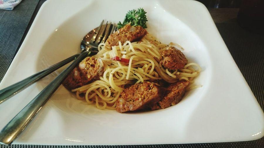 Spaghetti sai ua(thai sausage) Spaghetti Thai Food Thai Sausage Spicy Food Hot And Spicy Yummy Thailand