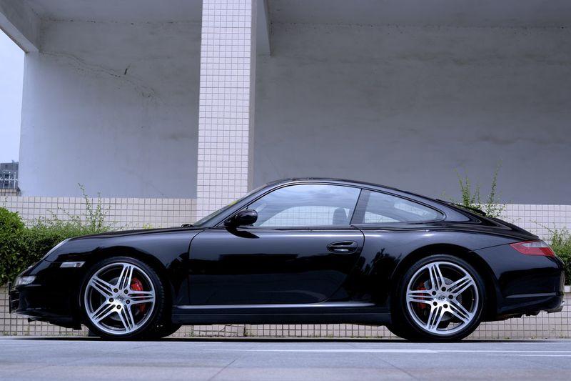 Porsche Carrera 4S Side View