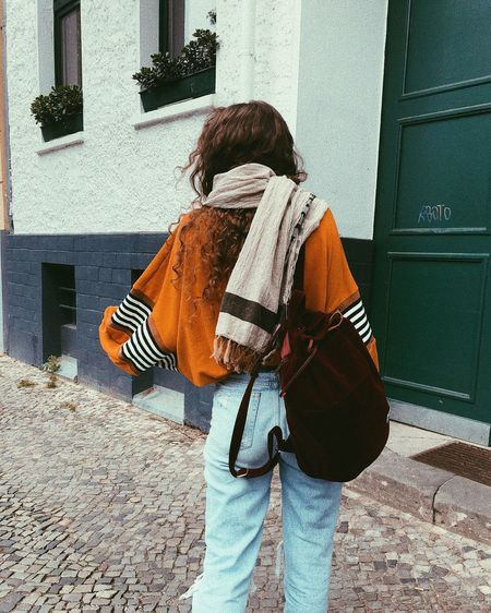 IG: @ayla.eulalia Berlin Mom Jeans Stripes Backpack Blogger Blue Jeans Casual Clothing Curls Curly Hair Denim Herschelsupply Influencer Instagrammer Lifestyles Long Hair Natural Hair One Person Ootd Orange Color Real People Ripped Jeans Streetstyle Velvet Women