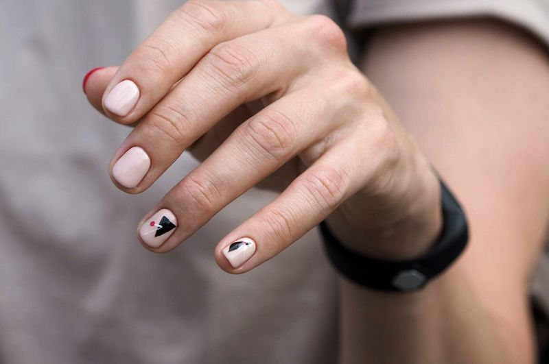 Nail art Hands Minimalistic Nails2inspire Nailswag Nail Design Nail Art Gel Nails Nails EyeEm Selects Human Hand Hand Human Body Part Nail Nail Polish One Person Women Human Finger Focus On Foreground Body Part Finger Nail Art Fingernail
