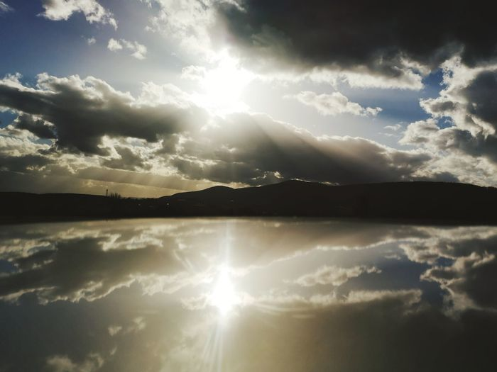 EyeEm Best Shots EyeEm Nature Lover EyeEm Gallery Reflection Cloud - Sky Cloud - Sky Water Lake Sunlight Reflection Sunbeam Dramatic Sky Sky Horizon Over Water Landscape Cloud - Sky