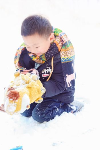 吾家有弟初长成 Full Length Child Childhood Innocence One Person Looking Down People Eating Outdoors Babies Only Day