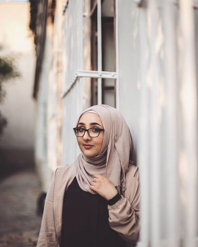 Artist Headscarf Hijab Girl Vienna White EyeEm Selects Young Women Portrait Eyeglasses  Women Beauty City Beautiful Woman Headshot Looking At Camera Standing Horn Rimmed Glasses Warm Clothing Posing Hooded Shirt Boho