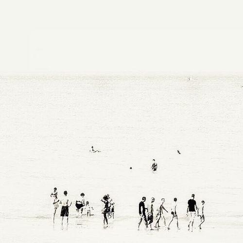 Minimal beach Nikonfr Igersfrance IgersNormandie Normandie Normandy Beach Débarquement Omahaboys Omaha Arromanches GoldBeach Lifestyle Minimal Beachbody Lesphotographes Ig_worldclub Ig_europe Ig_great_pics IGDaily Igersoftheday Igaddict Super_france Onyva All_bnwshots Jaimelafrance belambrawards bnw_society bnw_life bnw_captures