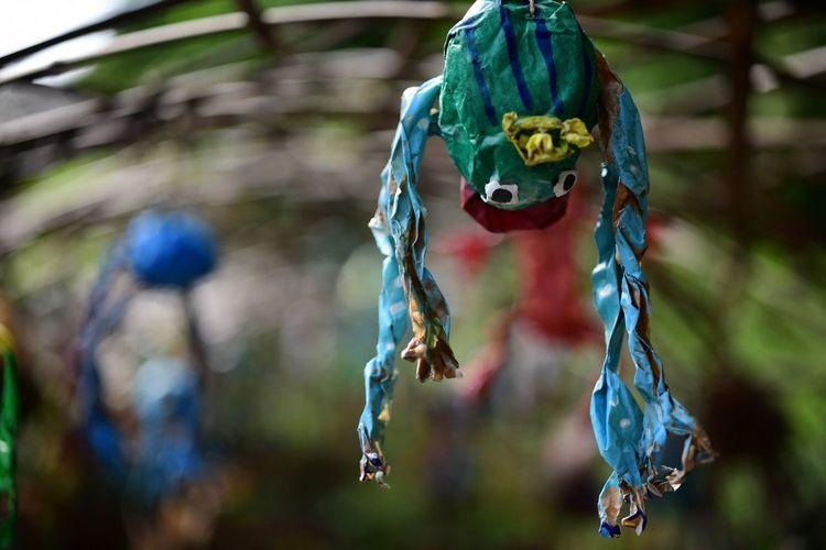 はやにえのような、ようせいのような。 Focus On Foreground Hanging Close-up No People Day Art And Craft Representation Outdoors Creativity Nature Blue Animal Wildlife Animal Representation Plant Jewelry Animal Rope Decoration Tree Animal Themes