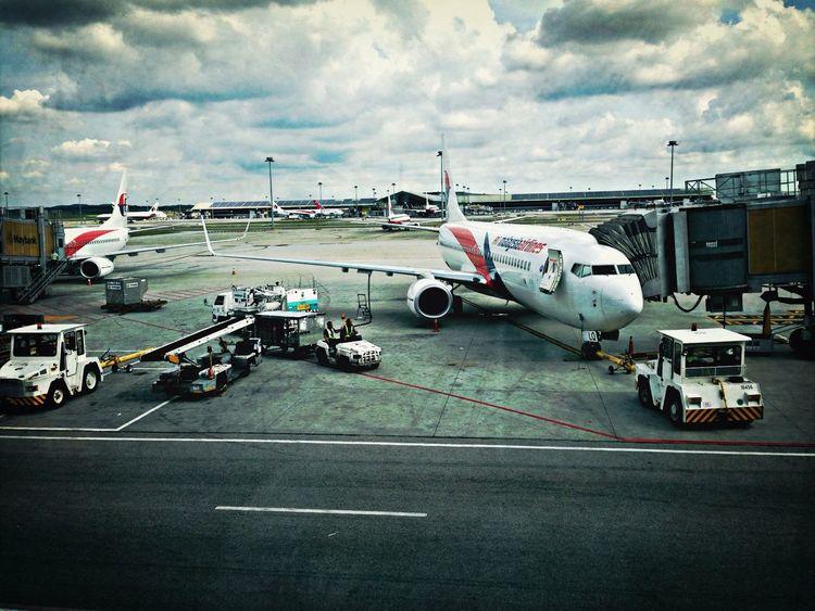 Malaysia Airlines to Johor Bahru 4:20 pm take 45 minutes ( photojournalism )