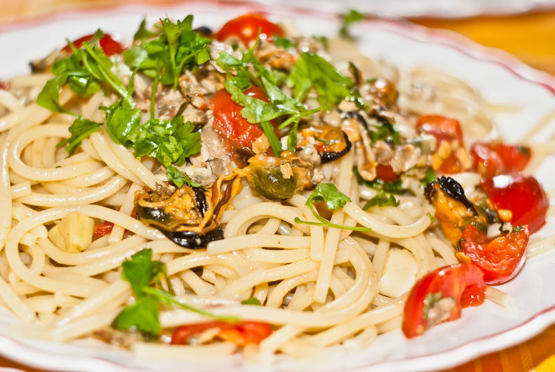 spaghetti with mussels and cherry tomatoes Spaghetti Spaghetti Seafood Close-up Cozze Day Fish Food Food And Drink Freshness Healthy Eating Indoors  Italian Italian Food Italian Food Photography Mussels No People Pasta Pasta And Fish Plate Ready-to-eat Scoglio Serving Size Still Life