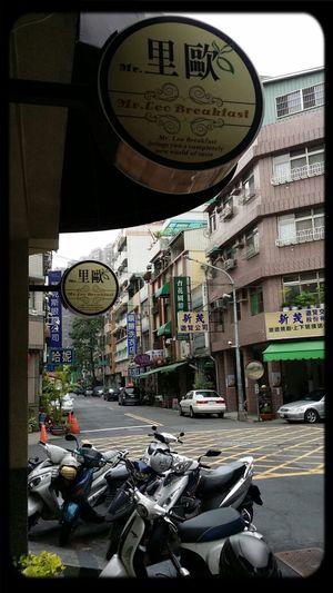 Good Morning...kaohsiung 今天是陰天,涼涼的~~~~~要多加一件薄外套喔!!!