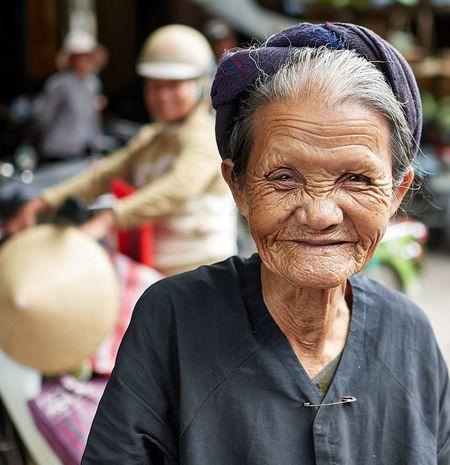 EyeEm Selects Vietnam Hoi An Wrinkles Streetmarkets Streetphotography Nikon Nikonphotography NikonD500 Oldwoman Smile First Eyeem Photo The Week On EyeEm EyeEmNewHere