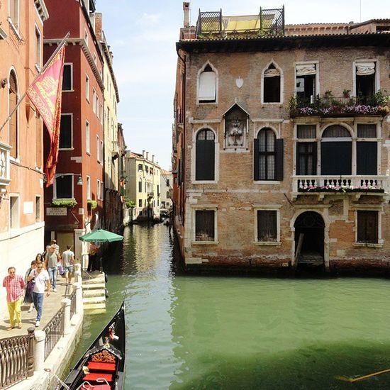 Очень приятно вспоминать Венецию, смотрю фотографии и слышу шум волн и запах моря. Все-таки в душе я немного моряк_папай приятныемоменты путешествуемвместе