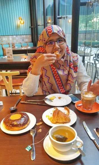 Young woman having a breakfast Young Woman Messy Croisant Tea Plate Table Eating Dessert Sweet Food Food And Drink Served Prepared Food Pie Ready-to-eat Dish Starter