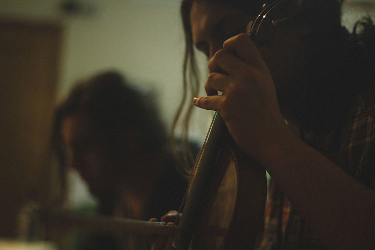 50mm Canon Canonphotography Comfortable Contemplation Depth Of Field Holding Home Human Body Part Human Hand Indoors  Leisure Activity Lifestyles Men Music Occupation Playing Portrait Real People Selective Focus Unrecognizable Person Violin Violinist VSCO Vscofilm