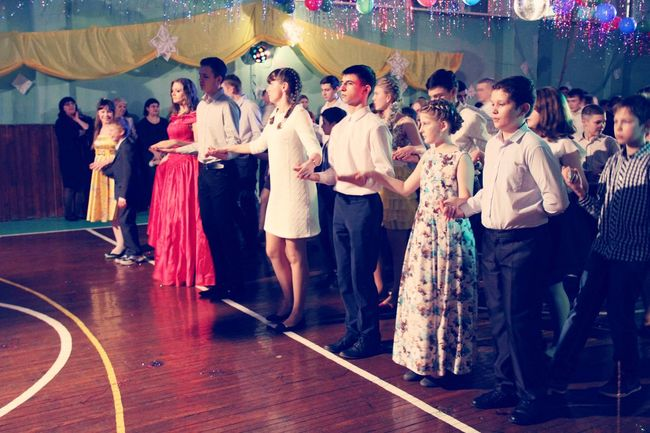 Full Length Party - Social Event Dancing Formalwear Indoors  Large Group Of People Women Men Standing Arts Culture And Entertainment People Adults Only Nightclub Adult Smiling Dance Floor Evening Gown
