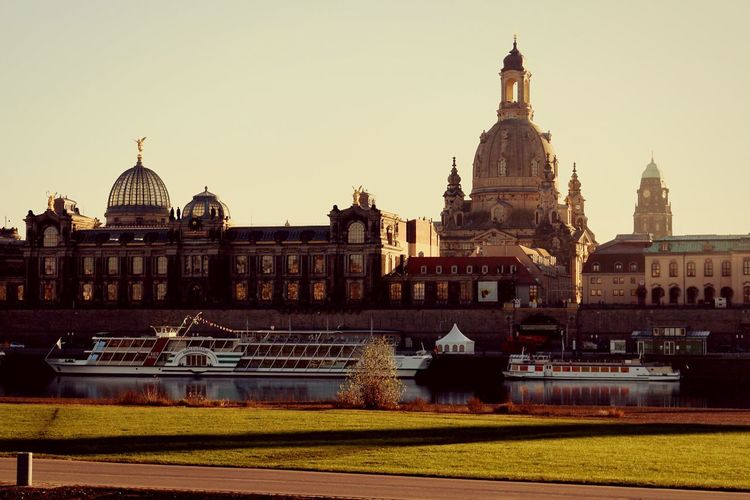 Sunset Barock Barock Sunshine Enjoy The Day Walking Around Frauenkirche Dresden Dresden Elbufer Beautiful Old City Homeland Architecture Built Structure Sky Nature Building History Tourism