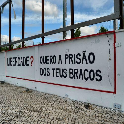 Libertade? Quero a prisão dos teus braços... Jornalistasdeimagens Lisboa Portugal Lovers Lisboalive