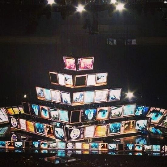 Muse's 2nd law arena tour stage Muser Muse Mattbellamy The2ndlawtour muserforever pwopermuser