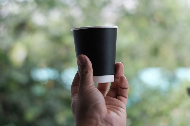 coffee to go Human Hand Hand Human Body Part Holding One Person Focus On Foreground Finger Body Part Human Finger Drink Cup Unrecognizable Person Day Refreshment Real People Food And Drink Lifestyles Mug Coffee Outdoors Human Limb Non-alcoholic Beverage Coffee Time Coffeetogo Coffee Cup